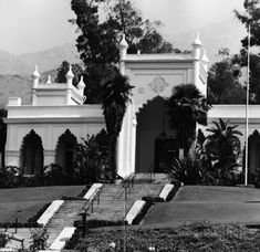 Entrance to El Miradero, ca. 1920   Security Pacific National Bank Collection, Courtesy of the Los Angeles Times