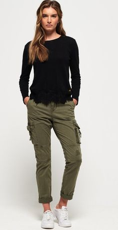Shop Superdry Womens Girlfriend Cargo Pants in Army Sage. Buy now with free delivery from the Official Superdry Store. Style Casual, Casual Outfits, My Style, Green Style, Cargo Pants Women, Trousers Women, Outfits Pantalon Verde, Pantalon Cargo Kaki, Tomboy Fashion