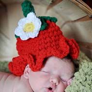 Strawberry Crochet Hat Pattern - all sizes from Newborn baby to Adult - have fun! The pattern is suitable for beginners :)
