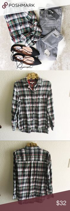 Madewell Ex-Boyfriend Flannel Shirt A timeless style in flannel buffalo check. Slightly oversized with ready-to-roll sleeves, this version is just right. Madewell Tops Button Down Shirts