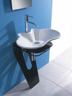 Ceramic #washbasin with towel rail LAMA by LA BOTTEGA DI MASTRO FIORE | #design Alessandro Lenarda #bathroom