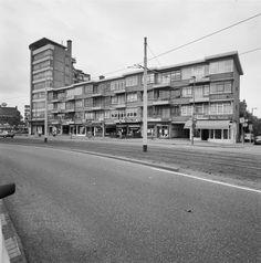 Singelwijck flat aan de Rotterdamsedijk kant. Uiterst rechts, de Singel richting de Comeniusschool.
