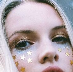 Star and glitter eye makeup @Coveteur