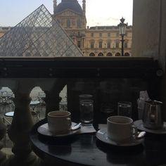 Tour Eiffel, Louvre, Paris Ville, City Aesthetic, Dream Life, Aesthetic Pictures, Paris France, Beautiful Places, Places To Visit
