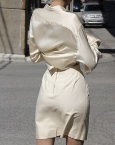Céline de Monicault #celinedemonicault #creatricerobedemariee #lessismore #backless #vestale #minimalistbride #modernbride #chicbride #etheree #bridal #robedemariee#weddingdress #novia #weddinggown#vestiodenovia #bridalinspiration#frenchdesigner #lace #dentelle #madeinparis #savoirfaire #artisanat #couture #madeinfrance #madewithlove
