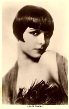 Louise Brooks - showgirl, actress and dancer from the twenties- Louise was partly responsible for her iconic trend-setting bob Louise Brooks, Kansas, Belle Epoque, Auburn, Corte Bob, Make Up Anleitung, Lost Girl, Portraits, Old Hollywood Glamour