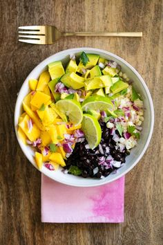 MANGO, AVOCADO AND BLACK BEAN SALAD // In need of a detox? Get your teatox on with 10% off using our discount code 'PINTEREST10' at www.skinnymetea.com.au X