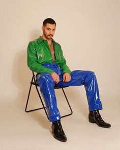 Image may contain: 1 person, sitting, shoes and indoor Men's Fashion, Mens Fashion Suits, Latex Fashion, Fashion Outfits, Look 80s, Latex Men, Latex Pants, Vinyl Clothing, La Mode Masculine