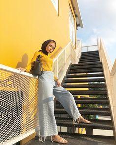 See More – Hijab Fashion 2020 Modern Hijab Fashion, Street Hijab Fashion, Hijab Fashion Inspiration, Muslim Fashion, Modest Fashion, Fashion Outfits, Casual Hijab Outfit, Hijab Chic, Hijab Dress