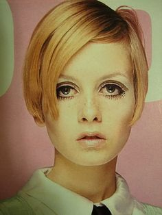 Twiggy. Loved this era!
