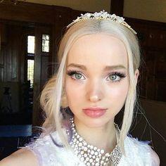 "756 To se mi líbí, 6 komentářů – Mal and Ben (@bal_mal.ben) na Instagramu: ""Mal looking like a princess! #mal #ladyofthecourt"""
