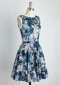 If you've been searching for a flirty new frock, then you're in luck! The pleated details of this floral dress by Closet London flaunt effortless femininity, a photorealistic print of cobalt, sky blue, lavender, and white flowers add naturalistic sophistication.