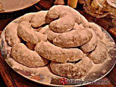 Χιονισμένα Φοινικωτά #sintagespareas Cypriot Food, Cookies, Desserts, Christmas, Recipes, Oreos, Cyprus, Biscuits, Crack Crackers