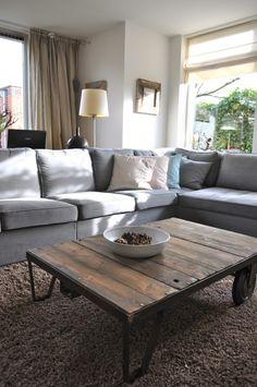Modern landelijke woonkamer in Odijk na STIJLIDEE's Interieuradvies, Kleuradvies en Styling via www.stijlidee.nl   grijze hoekbank