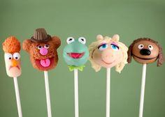 ¡En Cocina de Culto nos encantan los Cake Pops! Permiten crear divertidos conjuntos que harán las delicias de los más pequeños. Como estos de Los Teleñecos #muppets #cakepops
