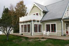 window casing Wooden Facade, Window Casing, Exterior Color Schemes, New England Style, Simple House, Color Pallets, Pergola, Villa, Sweden House