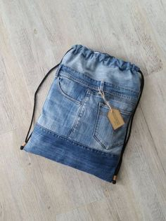 Excellent Photo Turnbeutel Tips I love Jeans ! And a lot more I want to sew my very own Jeans. Next Jeans Sew Along I am likely to Artisanats Denim, Denim Purse, Denim Backpack, Mochila Jeans, Jean Diy, Estilo Jeans, Diy Bags Purses, Diy Mode, Mode Jeans