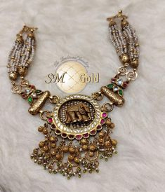 Gold Temple Jewellery, Gold Jewellery Design, Gold Jewelry, Jewelery, Fine Jewelry, Diamond Jewelry, Indian Jewelry Sets, Royal Jewelry, Gold Earrings Designs