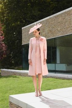 Nice pink satin mother of the bride dress coats/outfits free jacket knee-length Mother Of Bride Outfits, Mother Of The Bride Gown, Mothers Dresses, Bride Groom Dress, Groom Outfit, Mob Dresses, Nice Dresses, Wrap Dresses, Coat Dress