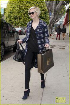Ashlee Simpson: Shopping with Gal Pals!   ashlee simpson shopping 01 - Photo