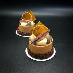 No photo description available. Small Desserts, Creative Desserts, Gourmet Desserts, Frozen Desserts, Plated Desserts, Dessert Recipes, Parfait Desserts, Bon Dessert, Individual Cakes
