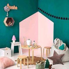 mommo design: IN THE CORNER. Easy great idea to paint in painted walls in kids… Kids Corner, Play Corner, Corner House, Corner Wall, Creative Wall Painting, Deco Kids, Little Girl Rooms, Kid Spaces, Girls Bedroom
