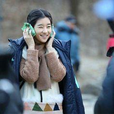 Seo ye ji ( Sim soon duk ) a handworking  girl who secret attend moorim school..while caring for he blind father..