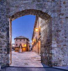 Gate of San Miguel (Burgo de Osma, Soria, Spain)