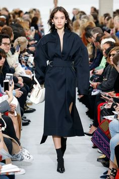 See all the Collection photos from Celine Spring/Summer 2018 Ready-To-Wear now on British Vogue Fashion Week Paris, Fashion Week 2018, Runway Fashion, High Fashion, Celine, Phoebe Philo, Mona Matsuoka, Fashion Details, Fashion Design