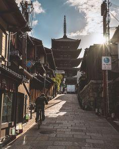 日本に帰ります✈️ On the way to Kyoto . . . . . . #streetactivity #urbanandstreet #createyourhype #str