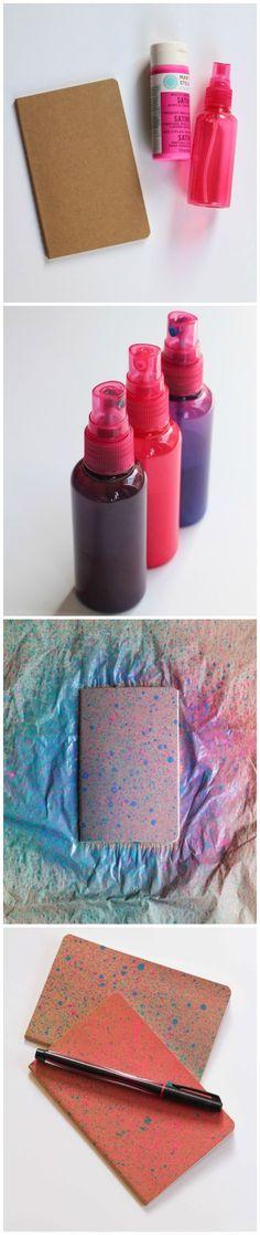 También puedes volverte loca y hacerle al artista. Coloca pintura en un envase con atomizador y llena de color tus libretas.