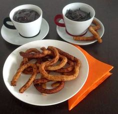 Find an easy recipe how to make Churros. Blog Pictures, Churros, Waffles, Breakfast Recipes, Cloud, French Toast, Easy Meals, Chocolate, Schokolade