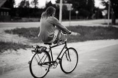 """""""En la vida es como una bicicleta. Hay que seguir pedaleando para mantener el equilibrio""""  . #DiaDeLaMujer . Alegría entre tus piernas. https://sabaticrab.com/alegria-entre-tus-piernas/"""