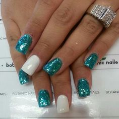 Botanic nails blue glitter and white - Botanic nails blue glitter and white Love the white with the glitter turquoise Teal Nail Designs, Unicorn Nails Designs, Acrylic Nail Designs, Aqua Nails, Glitter Nails, My Nails, Blue Glitter, Botanic Nails, Mermaid Nails