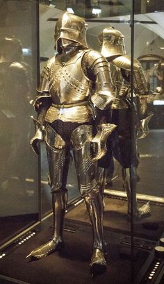 Late Gothic suit of armor Augsburg 1485-1490, steel, 160 cm tall, on loan from the Historical Museum of the City of Vienna, Inv. No. 127.010-127.023. This late Gothic coat of armor was made in Augsburg, home to several leading metal-working smiths for weapons and arms. Typical for the coats of armor of the gothic period are the long, pointed shoes. Various types were developed for the different disciplines of tournament competition.