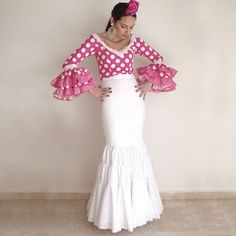 Color y camisa tela Spanish Fashion, Spanish Style, Flamenco Costume, Costume Patterns, High Fashion, Gowns, Costumes, Skirts, Model