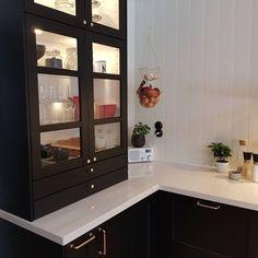 Black Ikea Kitchen, Modern Kitchen Island, Black Kitchen Cabinets, Kitchen Island With Seating, Stone Kitchen, Black Kitchens, Home Kitchens, Home Decor Kitchen, Kitchen Design