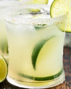 Homemade Classic Margarita recipe using just 4 simple ingredients. You'll want to ditch that bottle of mix in no time. This tequila cocktail is the perfect summer drink! #margaritas #tequila #lime #fresh #drink #cocktail #summer #cincodemayo Classic Margarita Recipe, Margarita Recipes, Shamrock Shake Mcdonalds, Mcdonalds Mocha Frappe, Crockpot Beef Tacos, Liquid Food Coloring, Jungle Juice, Frozen Margaritas, Refreshing Cocktails