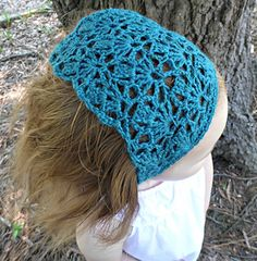 Lovely Lily Kerchief - free crochet pattern in toddler-adult size by Lisa Jelle