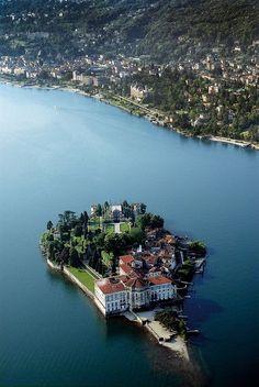 Isola Bella View From Stresa, Lombardy, Italy -  Seguros de Viajes. - Más información contacta con santiagolopezsanti@ outlook.es