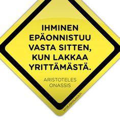 Ihminen epäonnistuu vasta sitten, kun lakkaa yrittämästä. — Aristoteles Onassis