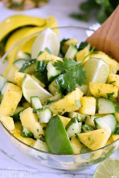 E Meal-This perfectly refreshing Pineapple Cucumber Salad is wonderfully easy to make and simply delicious! Great for summer BBQs, parties, potlucks and more! // Mom On Timeout Quinoa Salat, Cucumber Recipes, Cucumber Salad, Pineapple Recipes, Canned Pineapple, Healthy Cooking, Healthy Snacks, Healthy Eating, Skinny Recipes