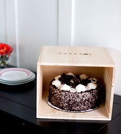 Cakebox by Piebox on Scoutmob Shoppe. A reusable raw pinewood box, built to safely carry your baked goods to and fro. Includes an insert for carrying cupcakes, too. Genius!
