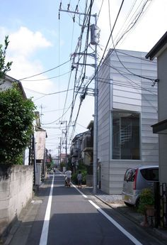The small house which the married couple and their child live stands at the densely populated area in Tokyo. Though the neighboring houses is very close, I ...