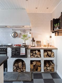 kitchen with wood stove vedspis puuhella
