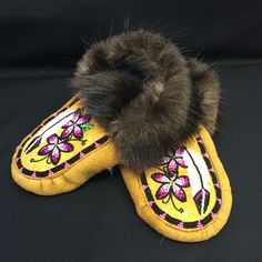 Alaska Native Moccasins made by Liisia Rae Carlo Edwardsen Native American Beading, Native American Fashion, Baby Moccasin Pattern, Native American Moccasins, Native Wears, Beaded Moccasins, Beadwork Designs, Bead Sewing, Indian Crafts