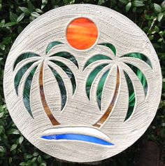 stepping stone palm tree - Bing Images Mosaic Pots, Mosaic Diy, Mosaic Garden, Mosaic Crafts, Mosaic Projects, Mosaic Glass, Mosaic Tiles, Glass Art, Garden Paving