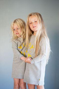 Grey fleece sweater dress with yellow logo flock print. Made of organic GOTS certified cotton. Fleece Sweater, Kids Wear, Kids Clothing, Kids Outfits, Product Launch, Comfy, Studio, Logos, Grey