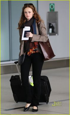 Great fall outfit! Blazer, skinny jeans. Alexis Bledel aka Rory Gilmore.