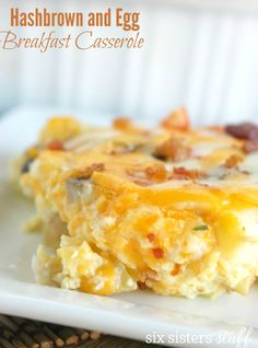 This Hashbrown and Egg Breakfast Casserole is a no-fail breakfast recipe that everyone loves! To make this hashbrown breakfast casserole, just mix everything together and throw it in the oven! Breakfast And Brunch, Quick And Easy Breakfast, Paleo Breakfast, Breakfast Dishes, Breakfast Recipes, Breakfast Ideas, Brunch Ideas, Perfect Breakfast, Hash Brown Egg Casserole